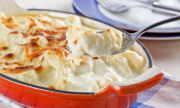 Couve-flor gratinada com molho branco e queijo